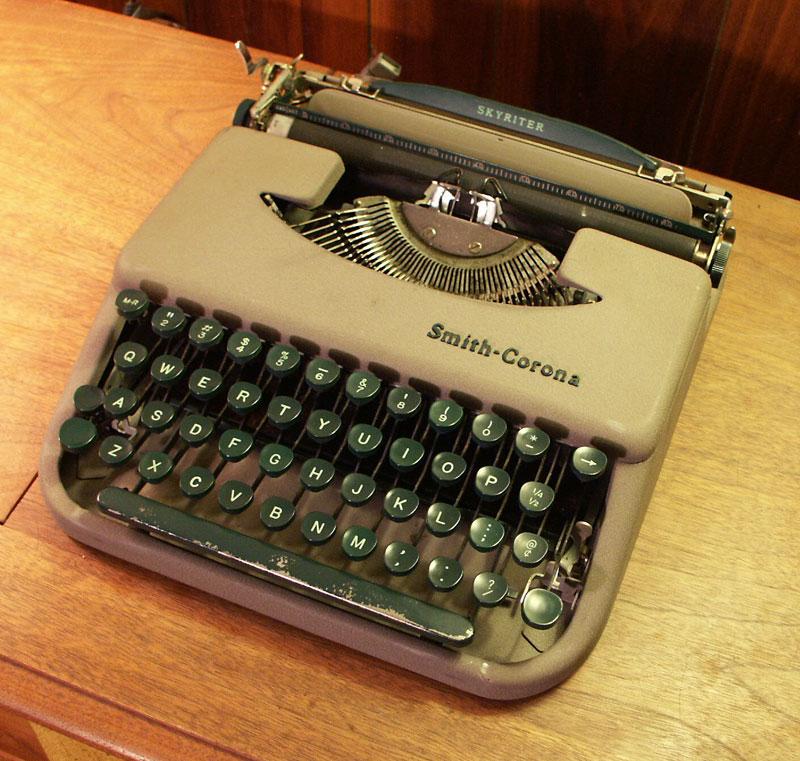 oz.Typewriter: Corona Standard Speedline Portable Typewriter