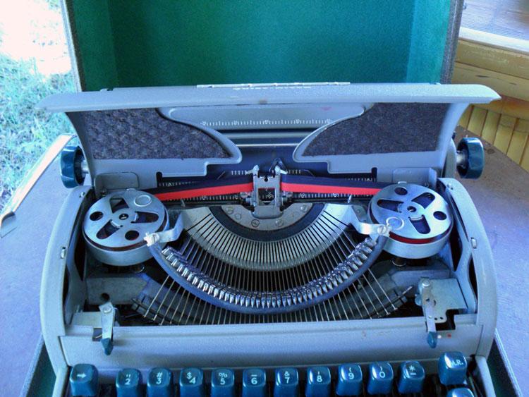 Antique Standard Remington Portable typewriter with case 1920