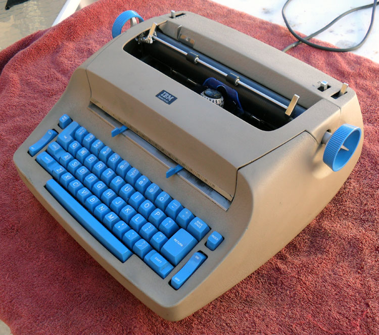 SAM 4317 Yet another Selectric 721   The Blue Bomber
