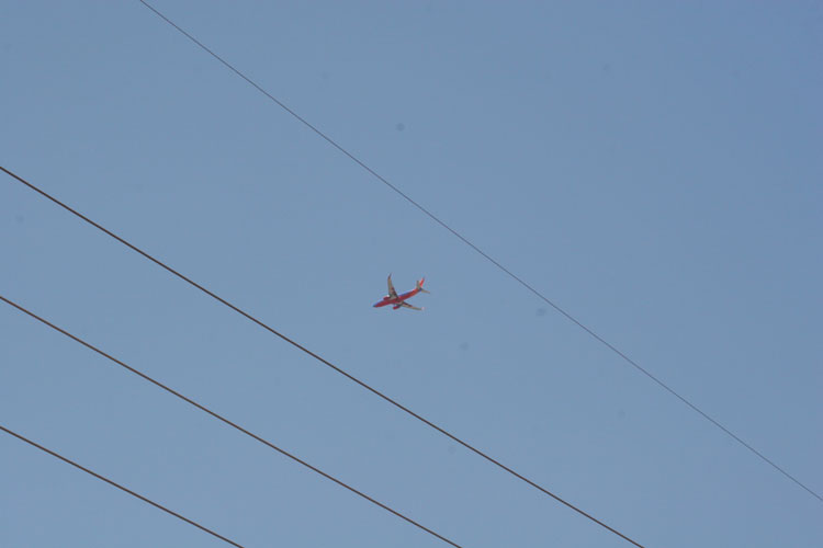 Same plane, shot at a focal length that should help show how far away it is.