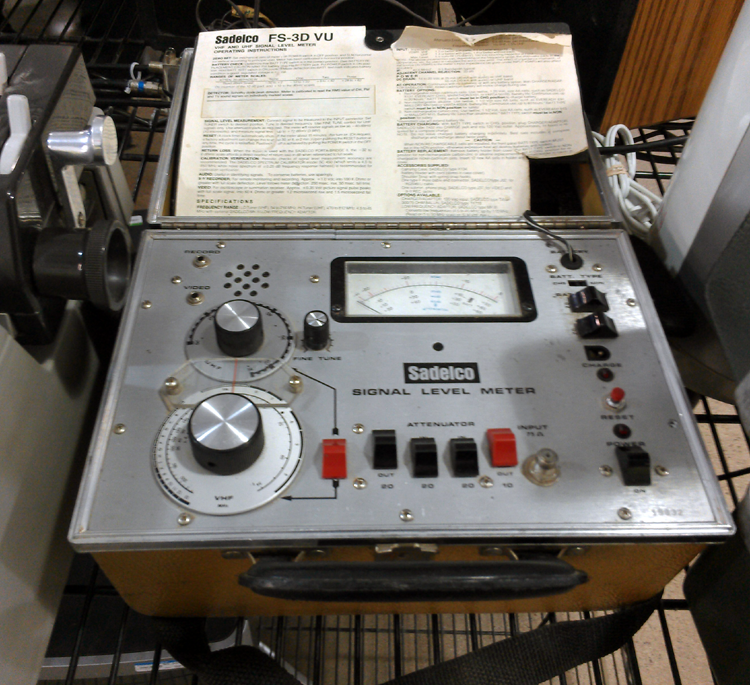 "Sitting next to the Linea, an old signal tester. Nifty looking, in that 1950's ""I'm testing for RADIATION"" sort of way."