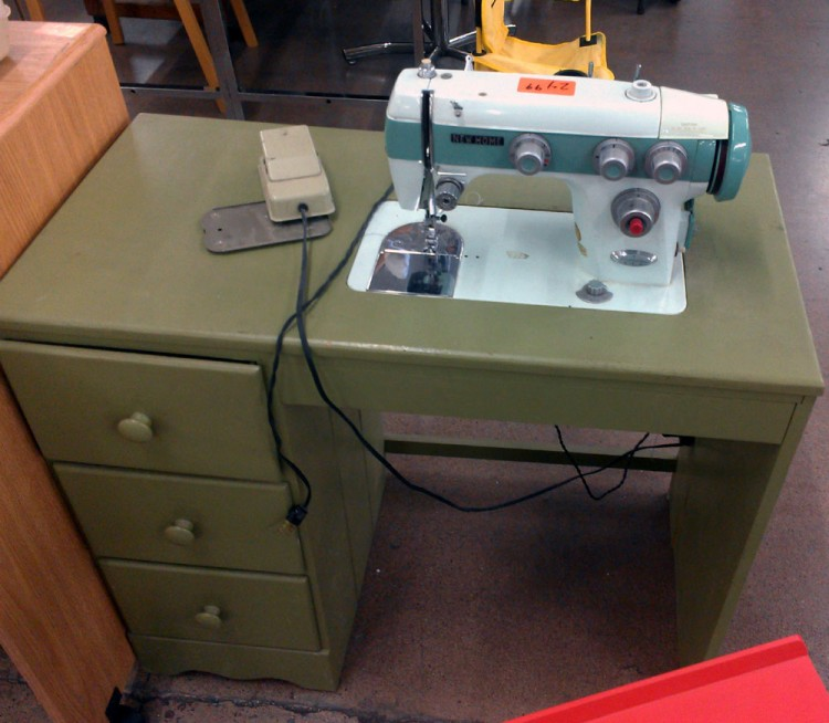 And finally, a sewing machine sighting for Adwoa. Let see if she's still around... (: